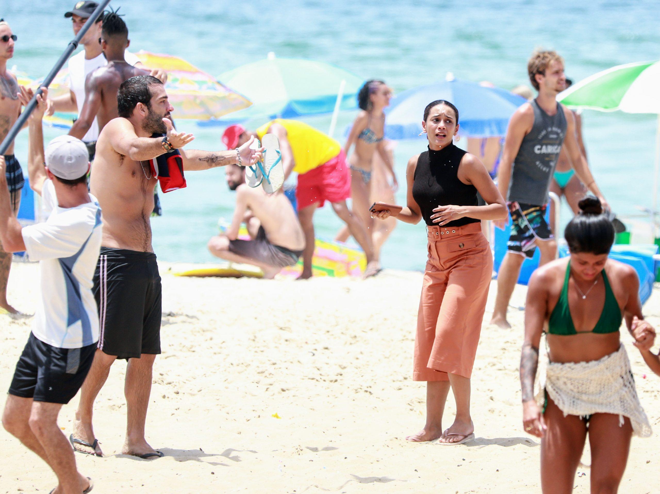 Taís Araújo e Humberto Carrão gravam cenas de Amor de Mãe em praia