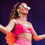 Anitta se veste de cavalo marinho para Carnaval de Olinda