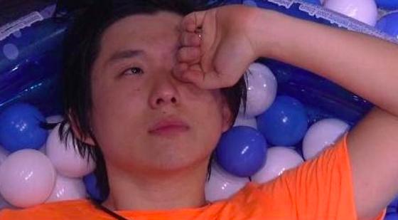 Longe do filho, Pyong chora no BBB