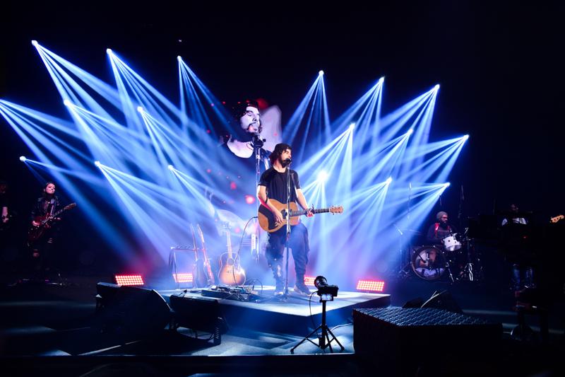 """Raffa Torres divulga nova versão de música e revela """"Minha missão é espalhar o amor"""""""