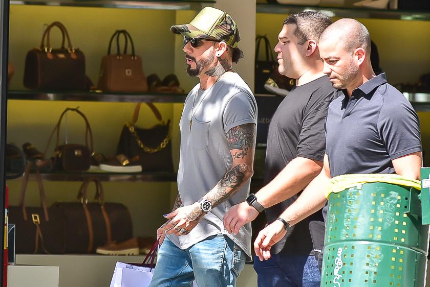 Com dólar nas alturas, AJ do Backstreet Boys faz compras em São Paulo
