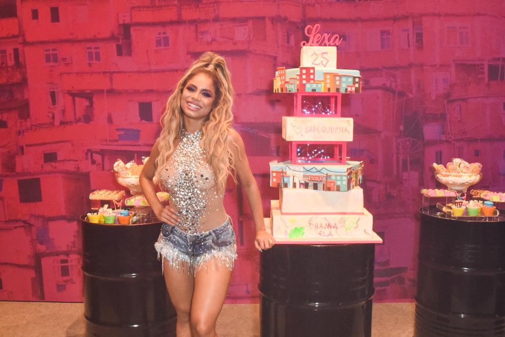 Lexa comemora seus 25 anos com festão em São Paulo