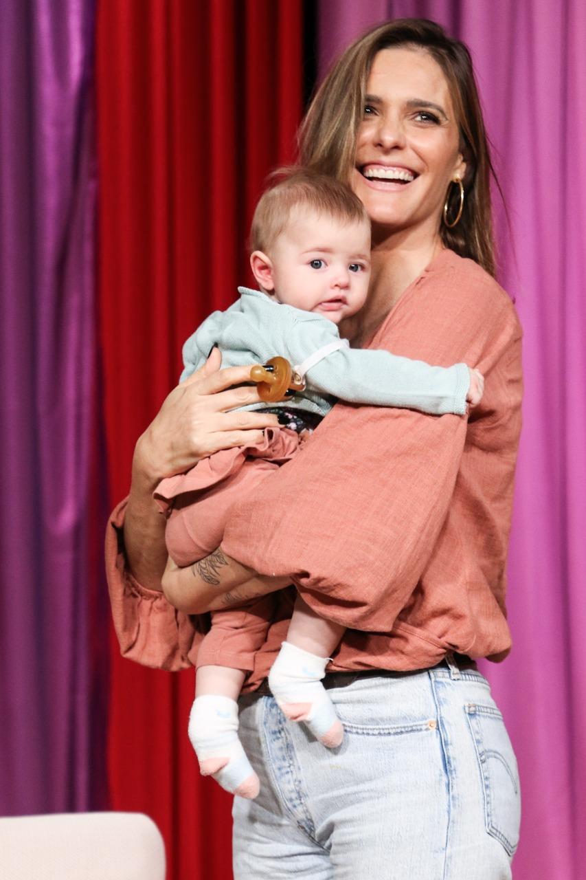 Fernanda Lima posa com a filha, Maria Manoela