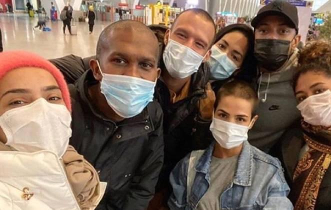 """Elenco da novela """"Gênesis"""" que estava gravando em Marrocos consegue retornar ao Brasil"""