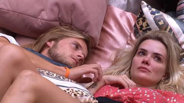 Daniel brocha com Marcela no BBB