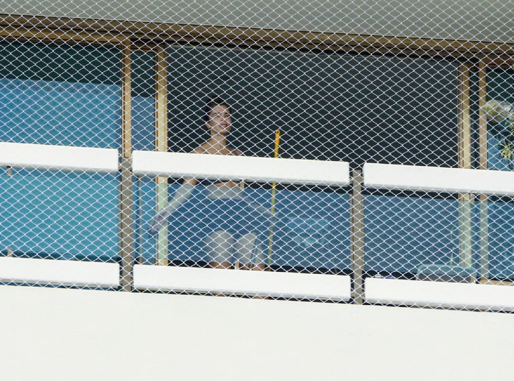 Grazi Massafera se incomoda com paparazzi e pede privacidade