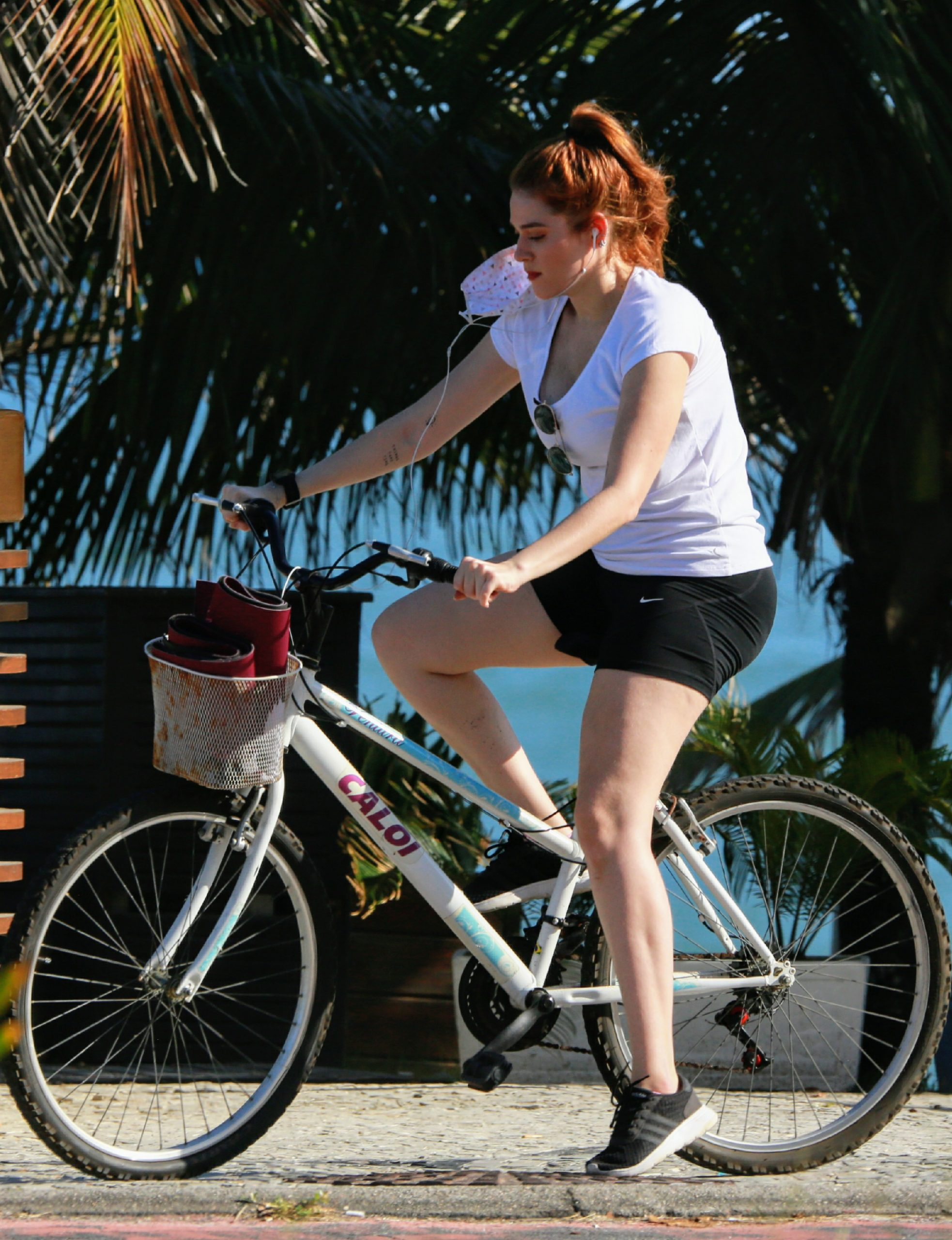 Fugidinha! Ana Clara pedala no Rio e burla quarentena