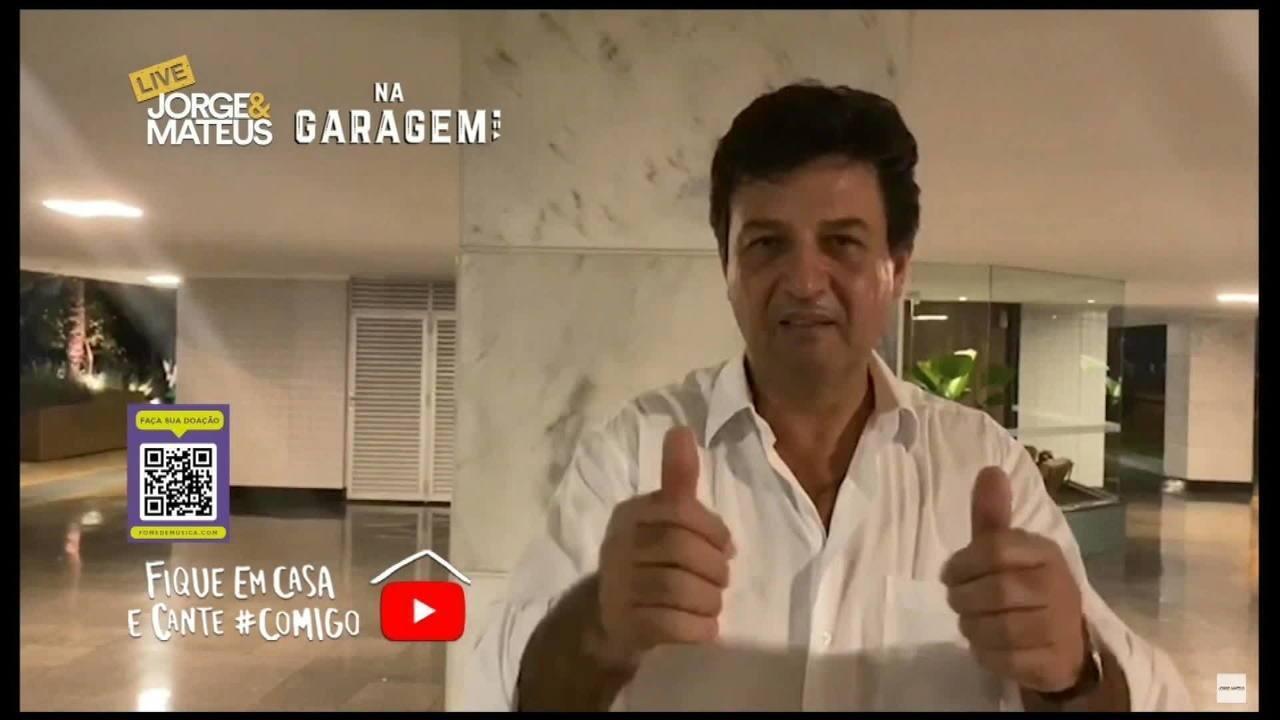 """Ministro da Saúde agradece artistas por lives durante o coronavírus """"O show não pode parar"""""""