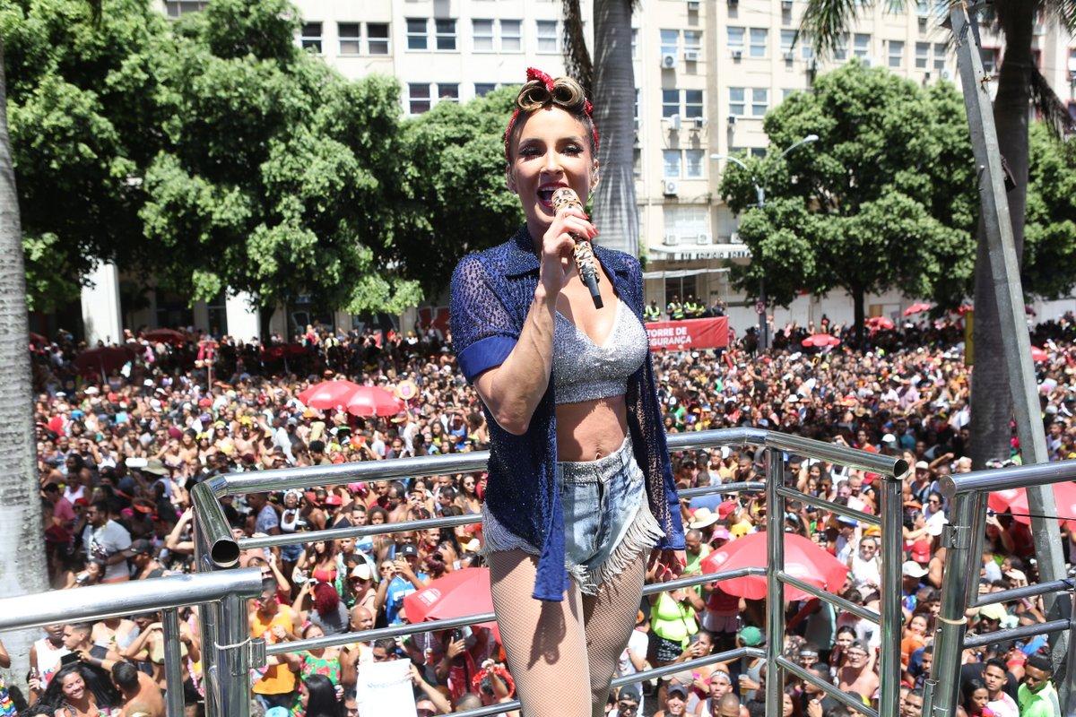 Claudia Leitte anuncia live com hits do início da carreira
