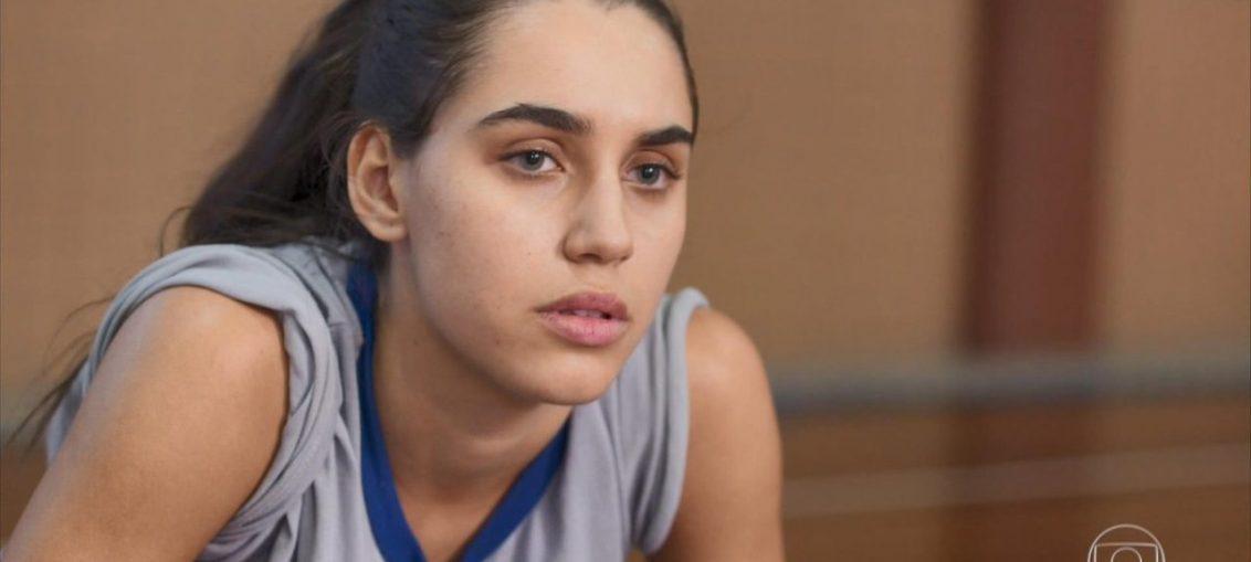 Atriz de Bom Sucesso, Giovanna Coimbra oferece ajuda a estudantes do ENEM