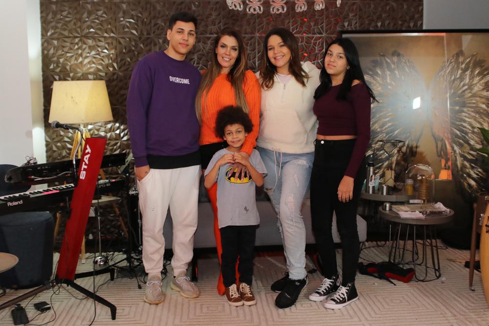 Teste para novo coronavírus e participação dos filhos marcam live de Simony