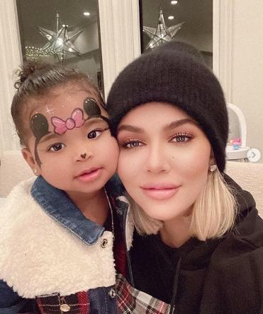 Khloe Kardashian com a filha, True