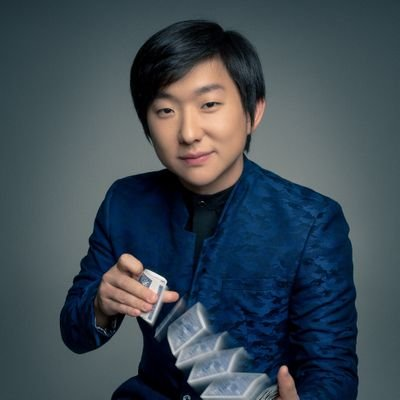 """Pyong Lee é processado por """"estimular ataques de ódio nas redes sociais"""""""