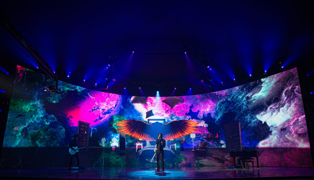 Luan Santana apresentou live romântica na Globo