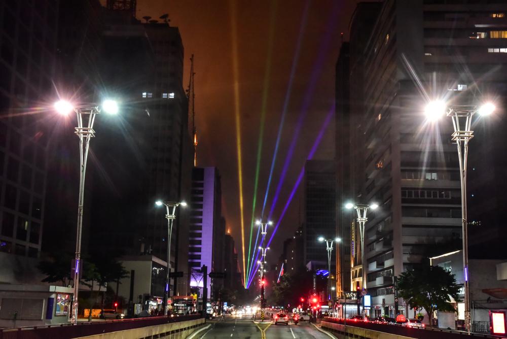 Parada LGBT de São Paulo tem shows online e luzes na Paulista