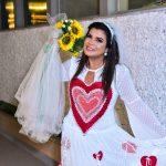 """Mara Maravilha participa de casamento junino e pede """"Casamos, agora parem de nos encher o saco"""""""