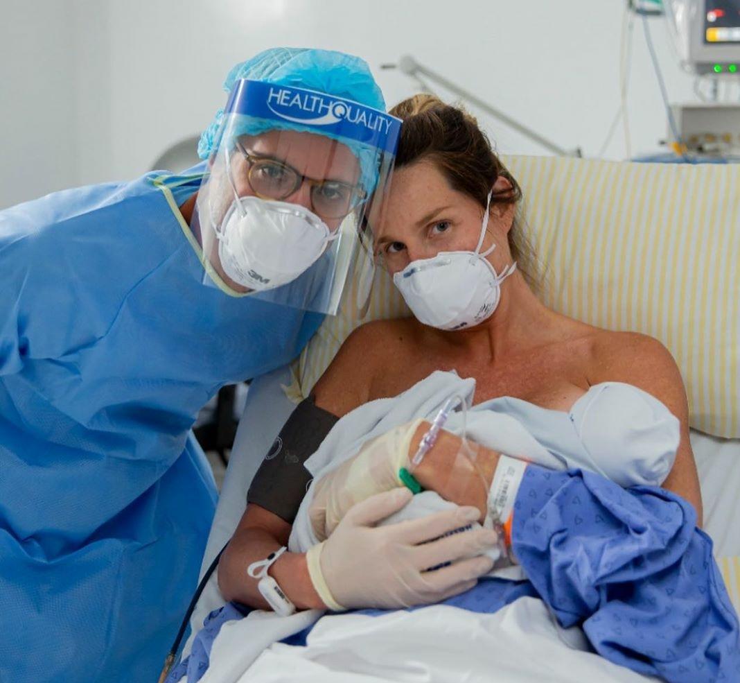 Com Covid 19, Mariana Weickert dá a luz a bebê que testa positivo