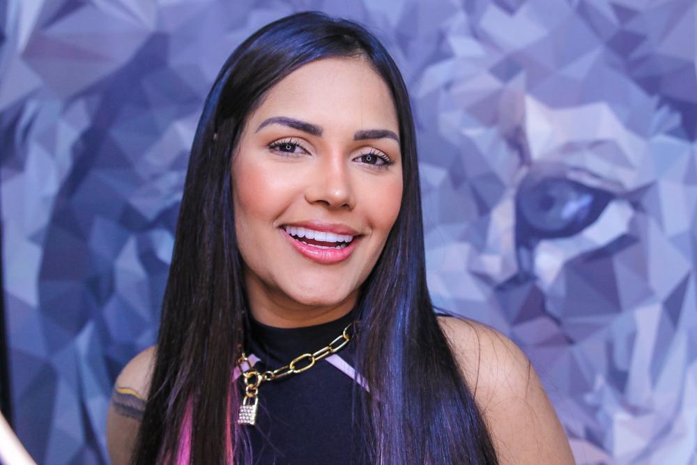 Outra pessoa! Depois do nariz, Flay investe 40 mil reais em novo sorriso