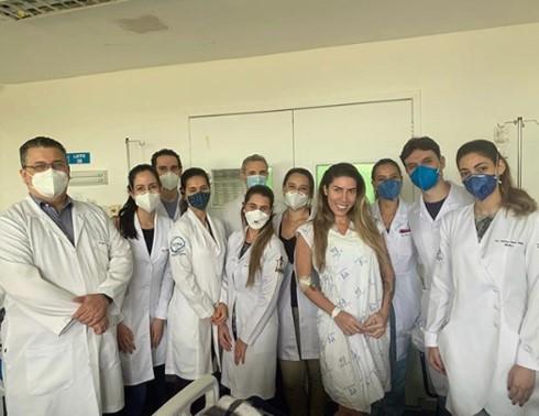 Ainda no hospital, Tati Minerato leva bronca de fãs