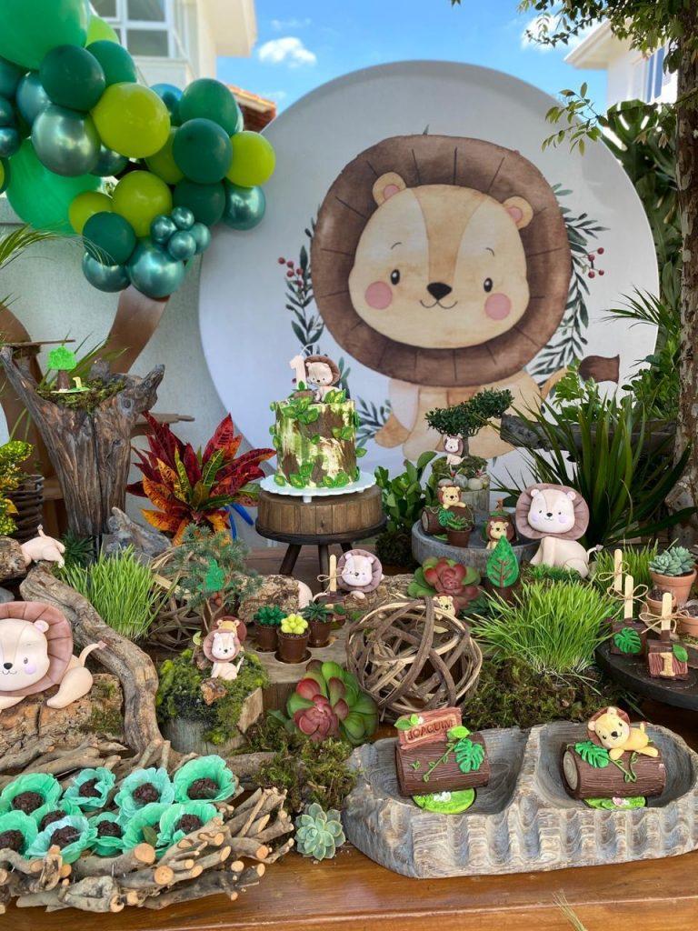 Mesa e decoração da festa
