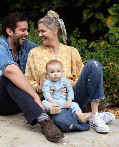 Nick e Amanda com o filho