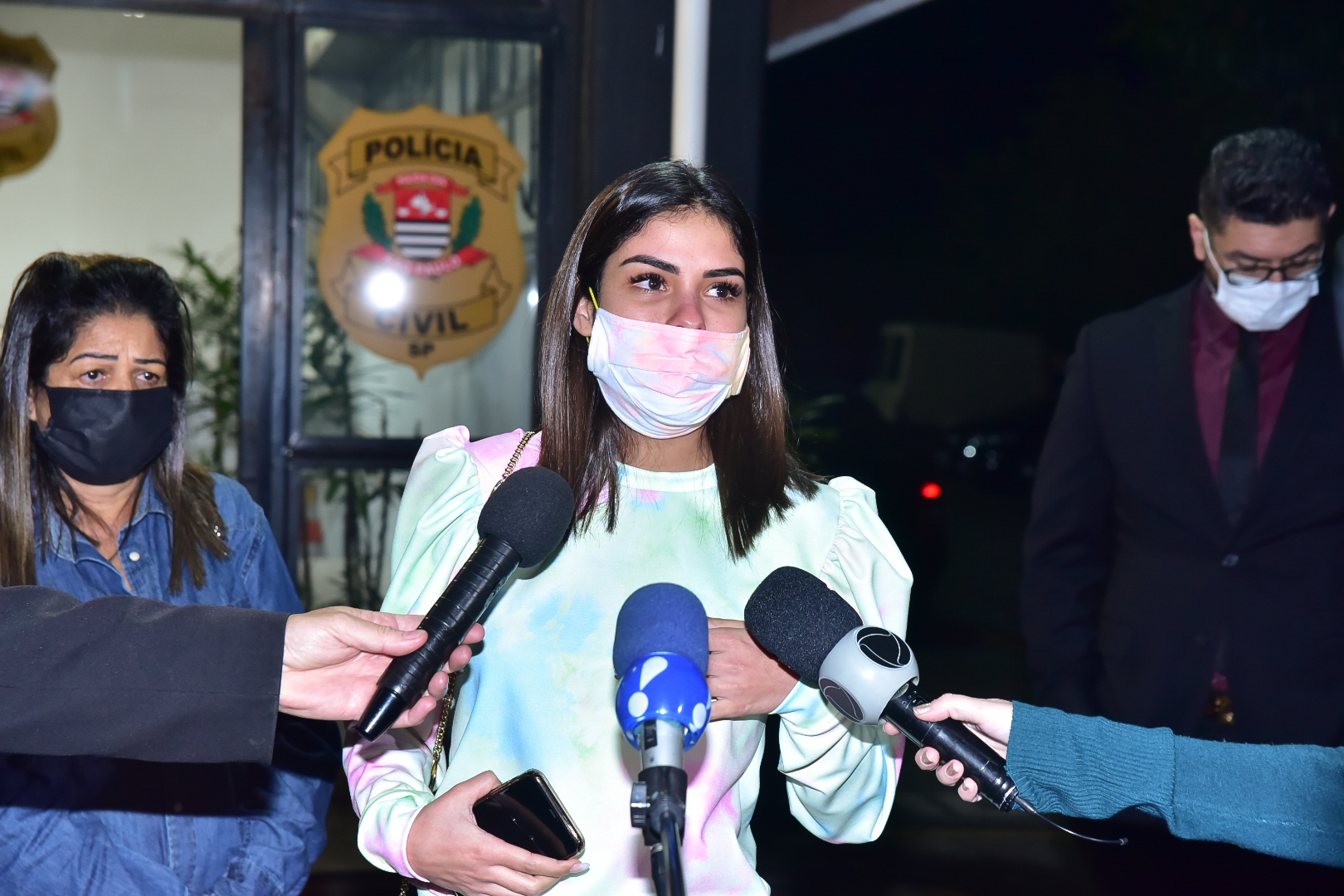 """Munik Nunes vai à delegacia depor sobre caso Dudu """"Me sinto ameaçada"""""""