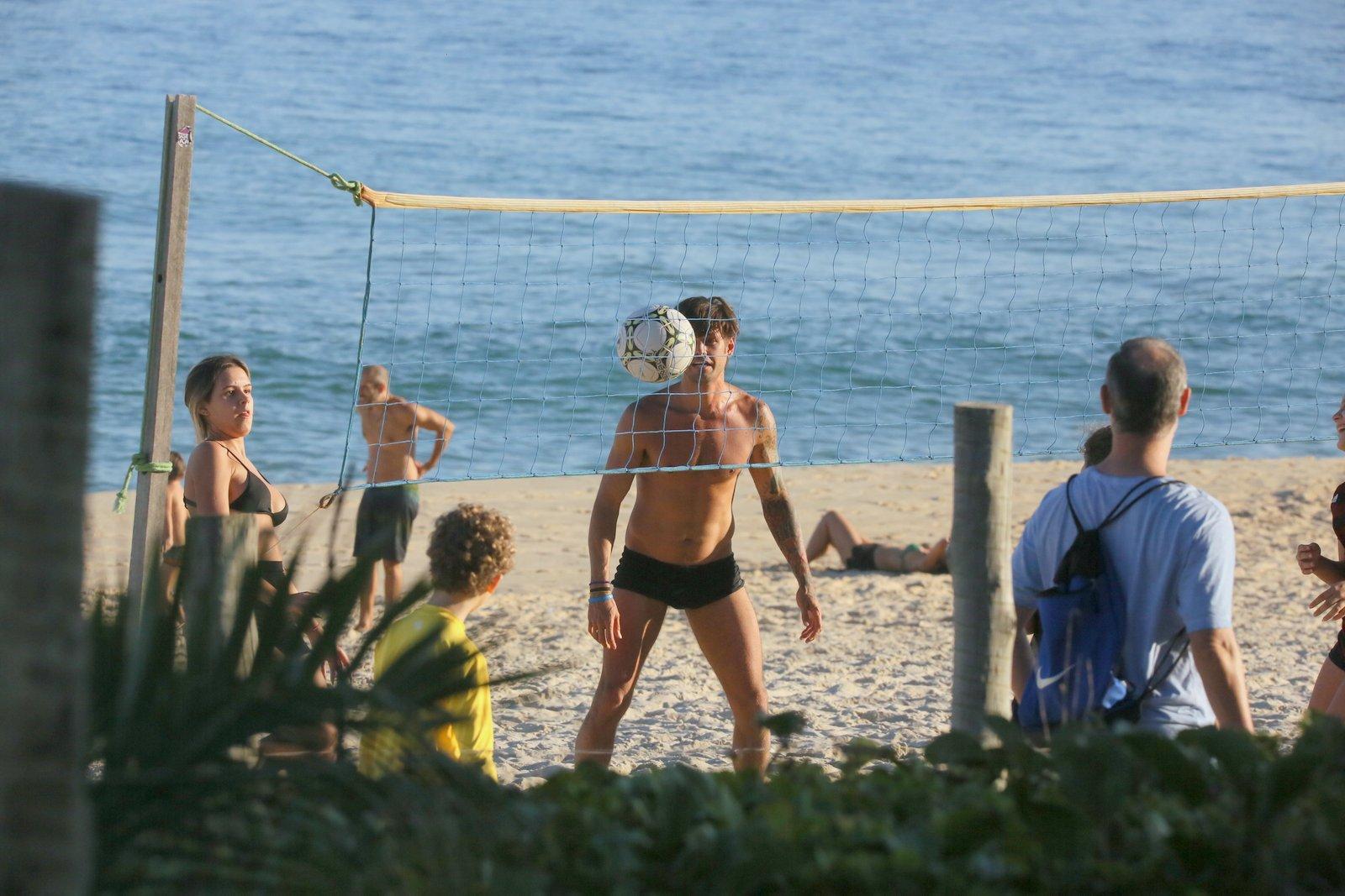 Famosos aproveitam folga no isolamento para ir à praia no Rio