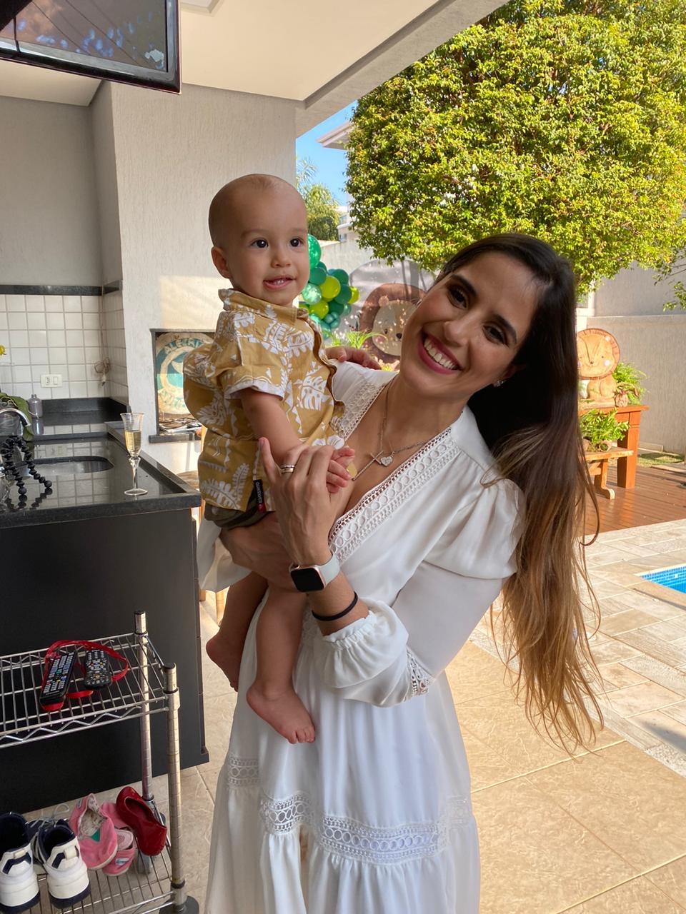 Filha de Zezé di Camargo, Camilla Camargo comemora 1 ano de seu filho