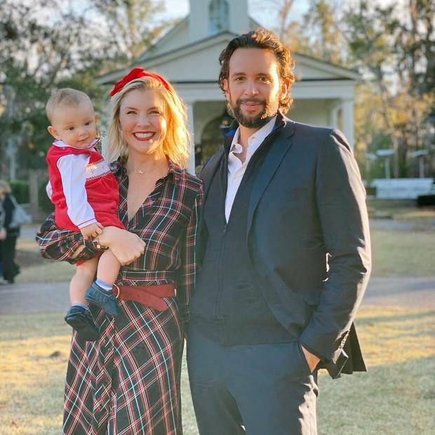 Amanda e Nick com o filho Elvis
