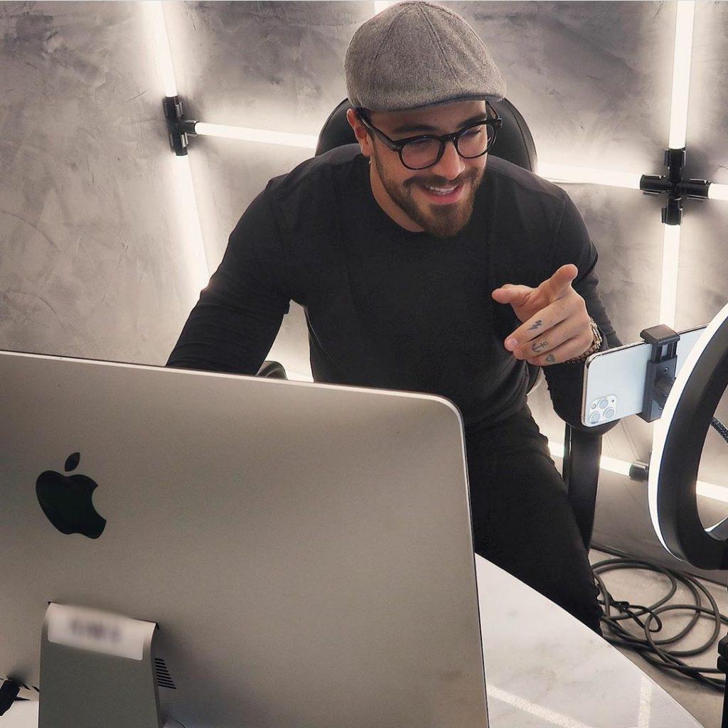 Felipe Titto comenta segredo do sucesso em live