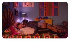 Flay beija Jerry Smith no clipe de Saudades né minha filha