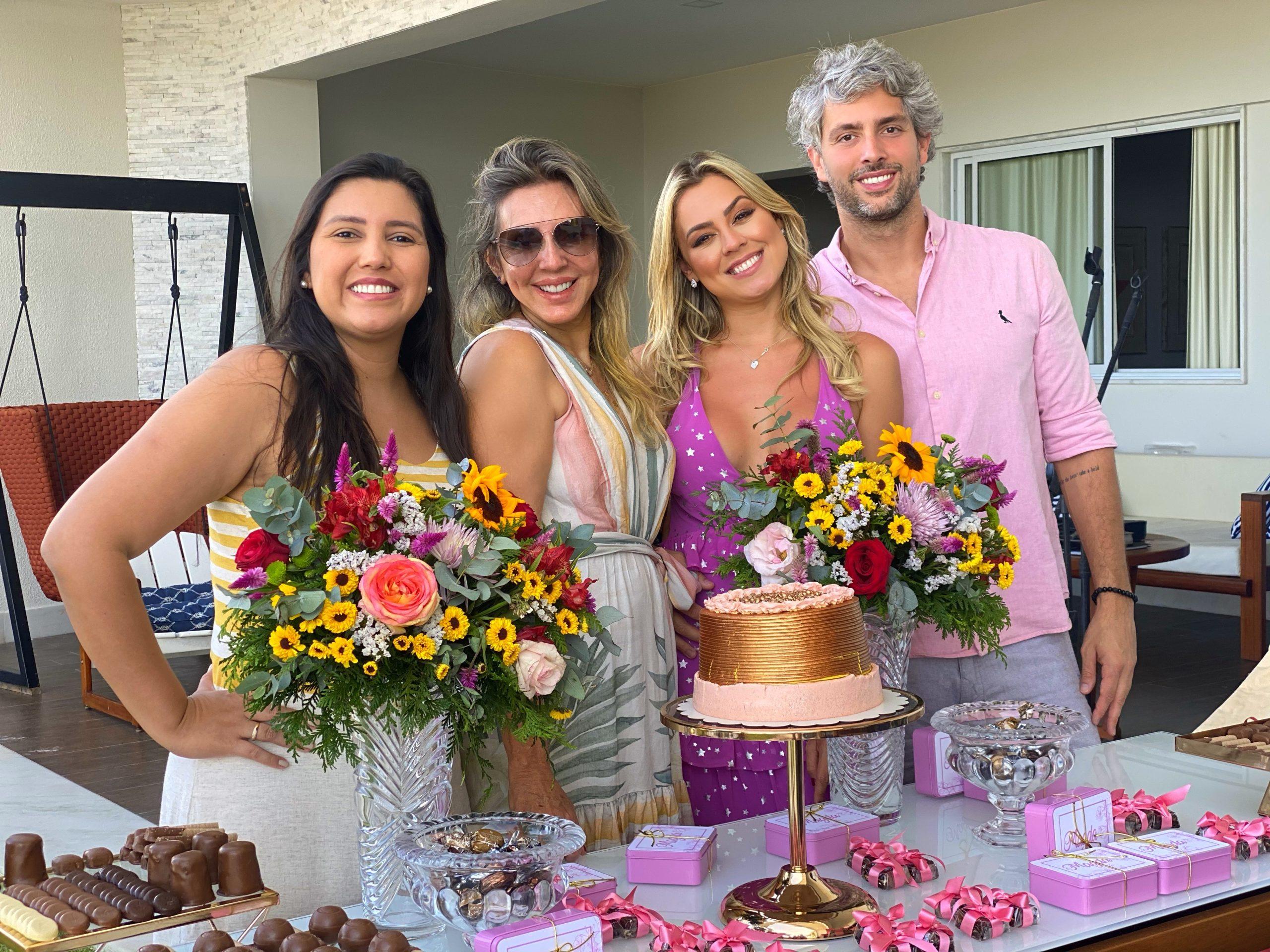 Isabella Cecchi aproveita final de semana em casa com diária de R$ 1.500 e apresenta namorado a família