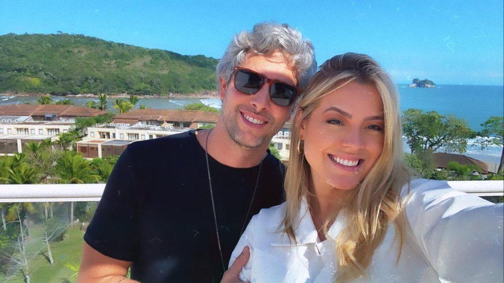 Isabella Cecchi curte fim de semana romântico com o namorado no litoral de São Paulo