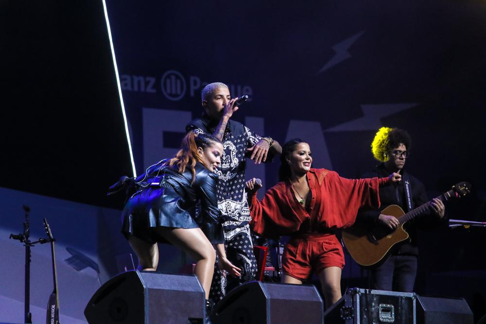 O funkeiro MC Don Juan se apresentou junto com a dupla - foto: Thiago Duran / AgNews