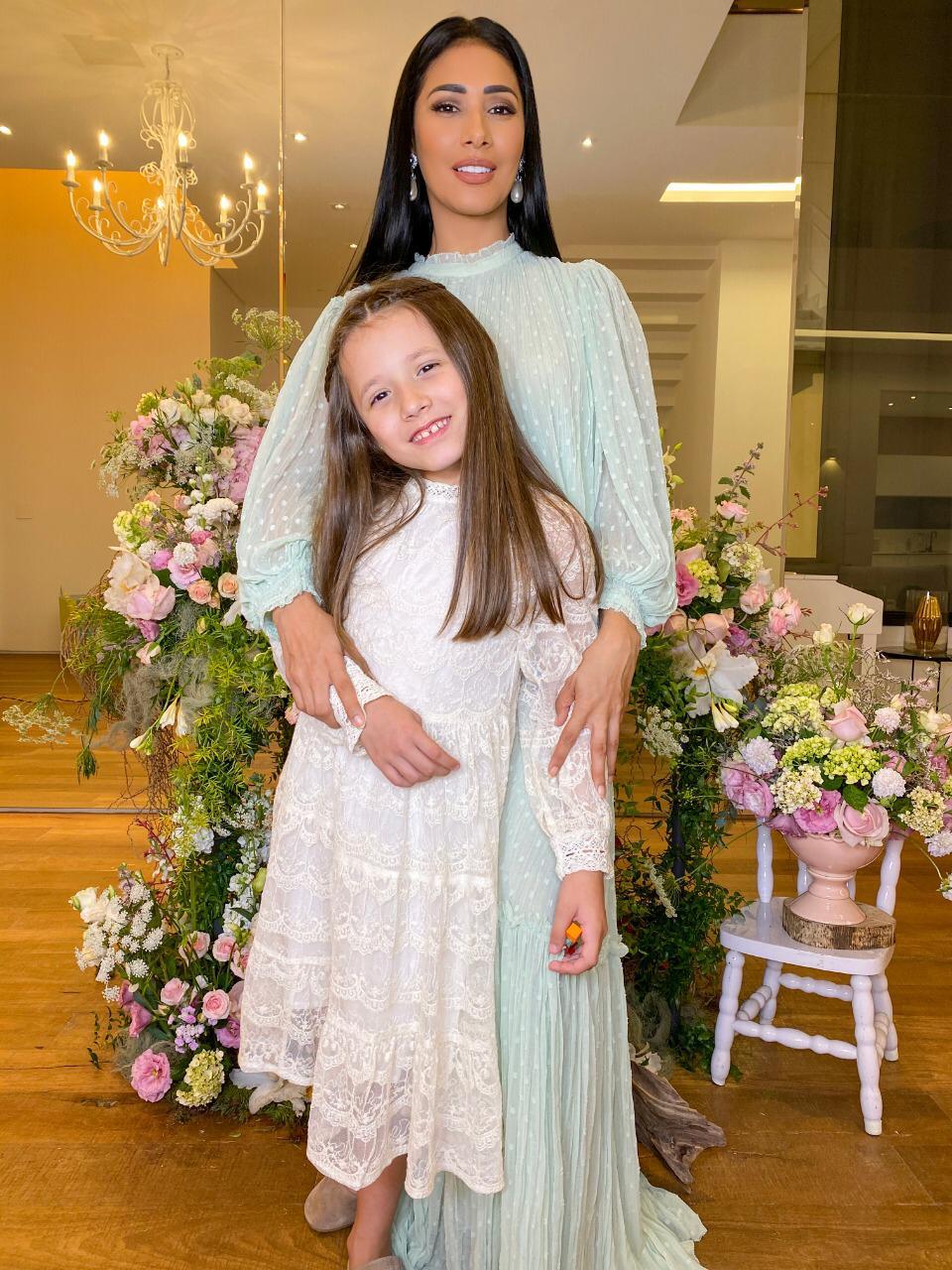 Simaria comemora o aniversário da filha com festa em casa