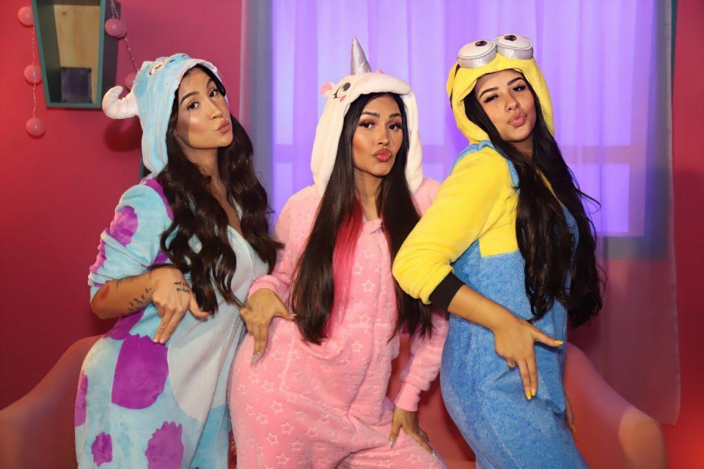 De pijamas , Bianca, Flay e Cinthia Cruz nos bastidores do clipe