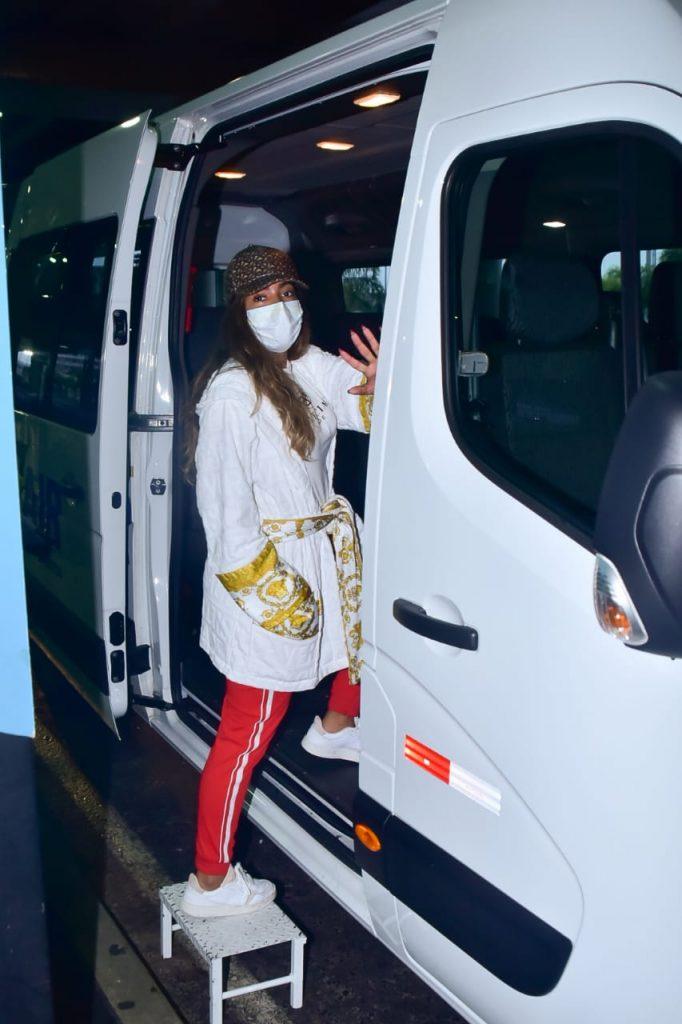 Cantora desembarcou no aeroporto de São Paulo