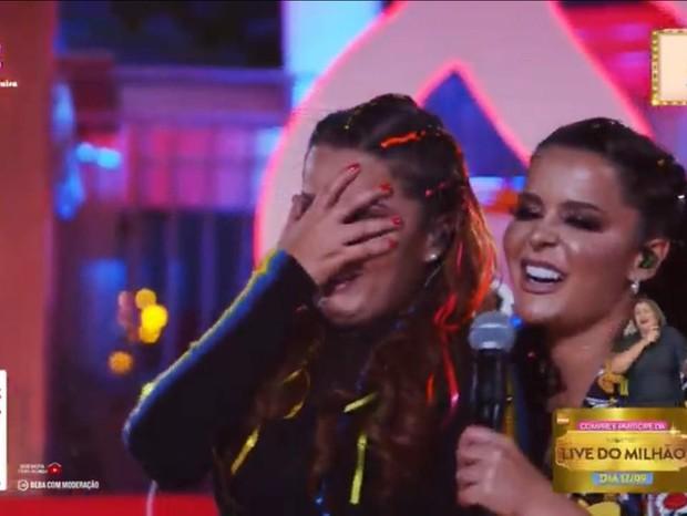"""Maiara chora durante live e Maraisa tira sarro """"Tá com saudades irmã?"""""""