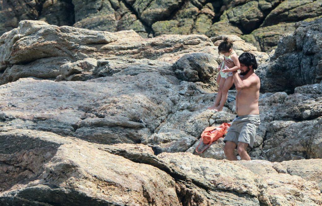 Yanna Lavigne exibe corpo sequinho durante dia de praia com Bruno Gissoni e filha - Foto Dilson Silva/ Agnews