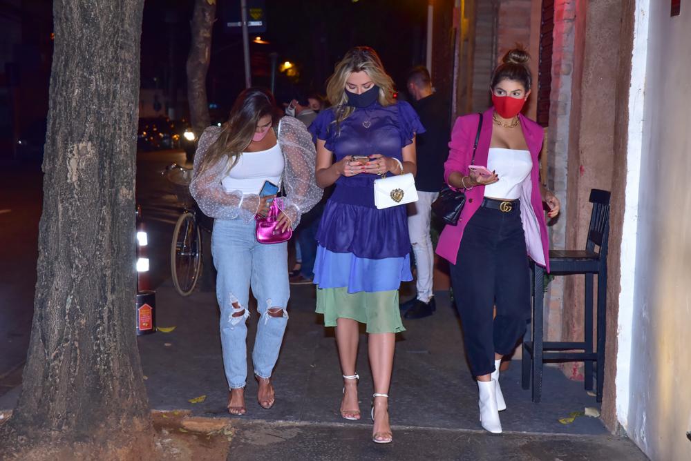 Isabella Cecchi, Carol Peixinho e Hariany se encontram em restaurante de SP - Foto Leo Franco/ Agnews