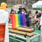 Familiares e amigos se despedem de Jane di Castro