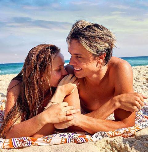 Acabou? Fãs apontam término de namoro entre Larissa Manoela e Leo Cidade