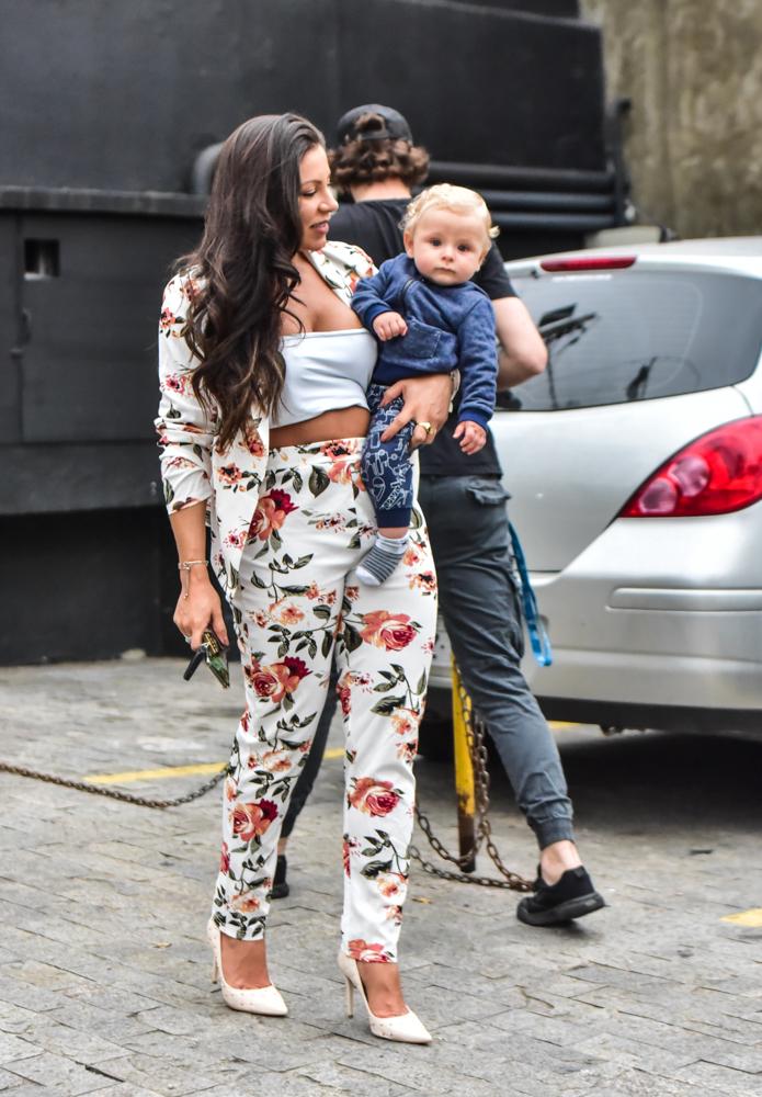 Fofura! Andressa Miranda é clicada com o filho, Bento em São Paulo