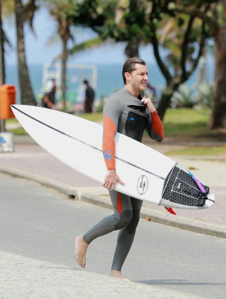 Ator surfa emRecreio dos Bandeirantes, no Rio. Foto: Dilson Silva/AgNews