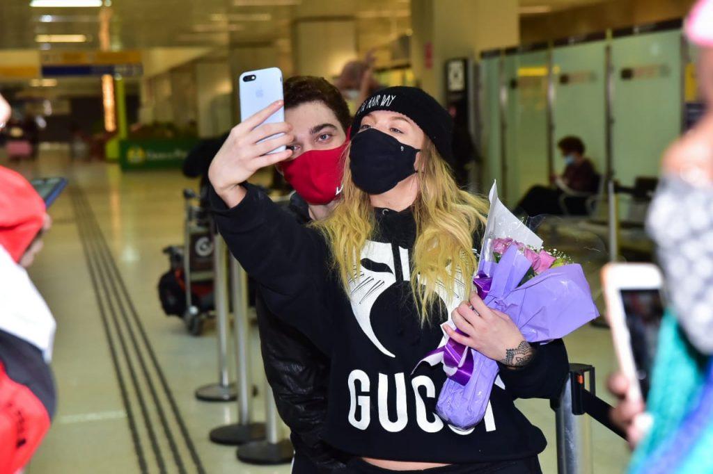 Luisa Sonza chega ao Brasil depois de viagem ao México