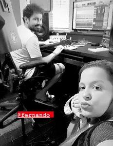 Maiara e Fernando posam juntos em estúdio