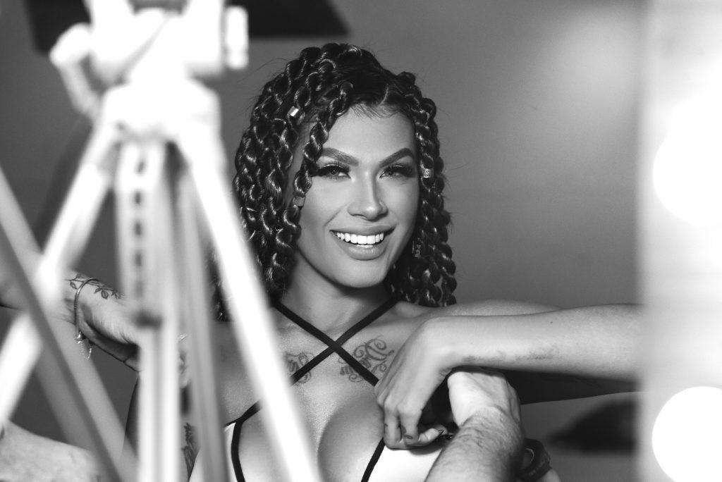 Após prêmio por vídeo caseiro, Pocah grava clipe em São Paulo