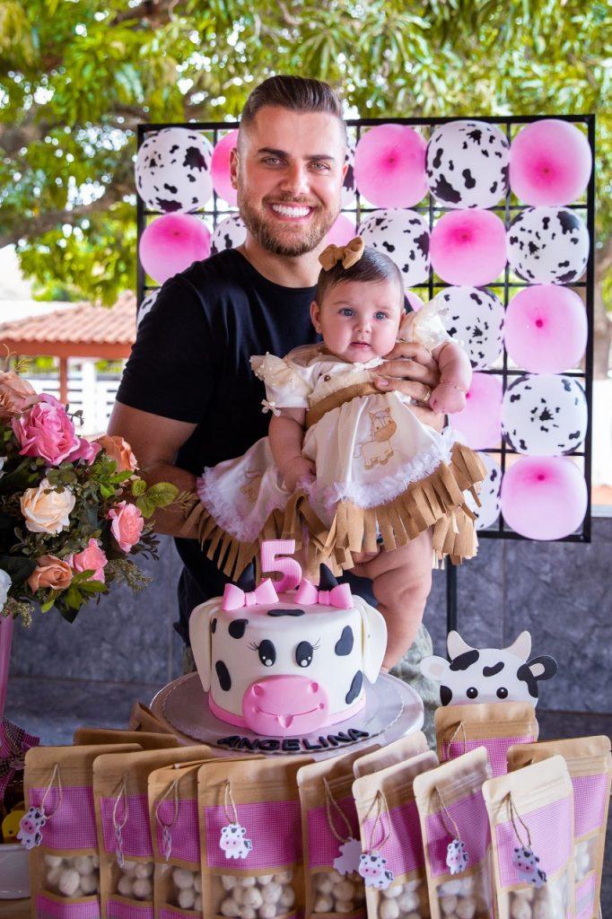 Zé Neto e Natália comemoram mêsversário de Valentina