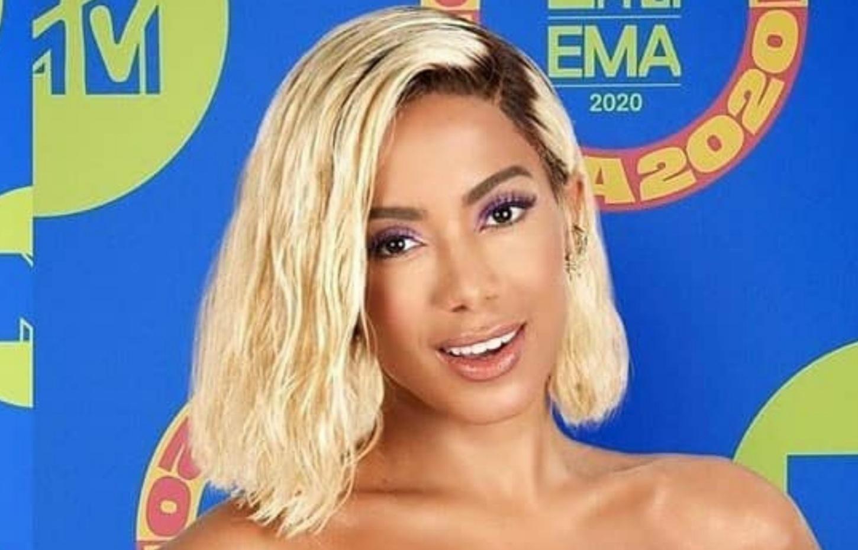 Anitta nega rumores de que esteja com a cabeça raspada