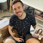 Autor mais jovem da Globo lança livro sobre trans nas novelas